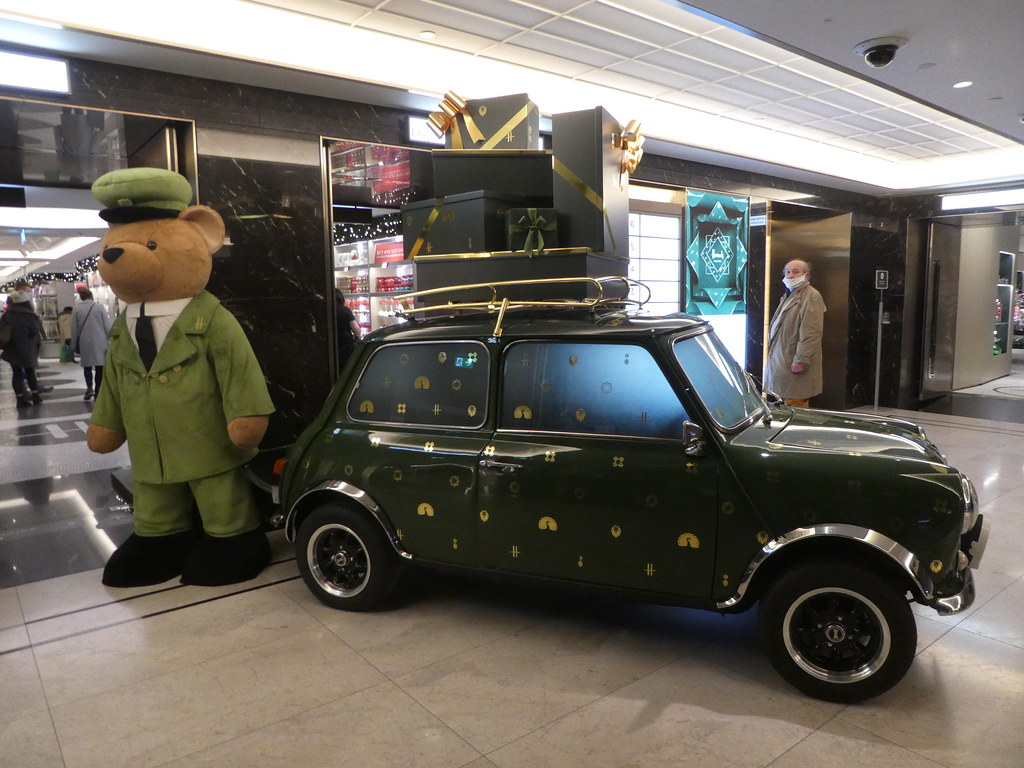 Harrod's bear and car