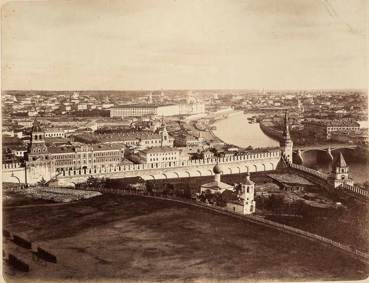 Вид в сторону Москворецкого моста