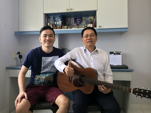 Adult guitar lessons Singapore Mr Albert