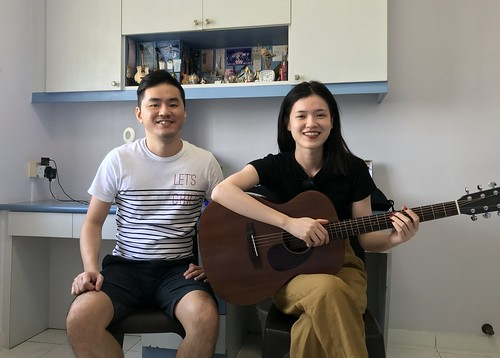 1 to 1 guitar lessons Singapore Audrey