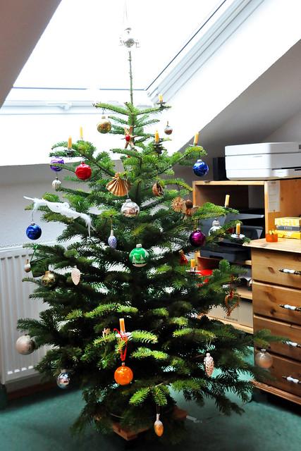 24. Dezember 2020 ... Unser Weihnachtsbaum wird geschmückt ... Brigitte Stolle