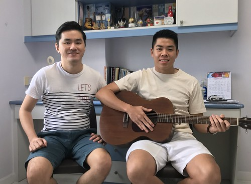 Beginner guitar lessons Singapore Jin