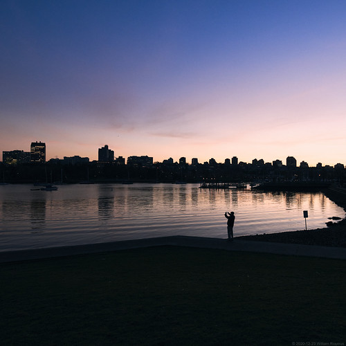 vancouver britishcolumbia canada falsecreek seawall water ocean pacificnorthwest sunset bluehour reflection city cityscape person silhouette mantakingapicture urban park tamron1530mmg2 d850 nikon