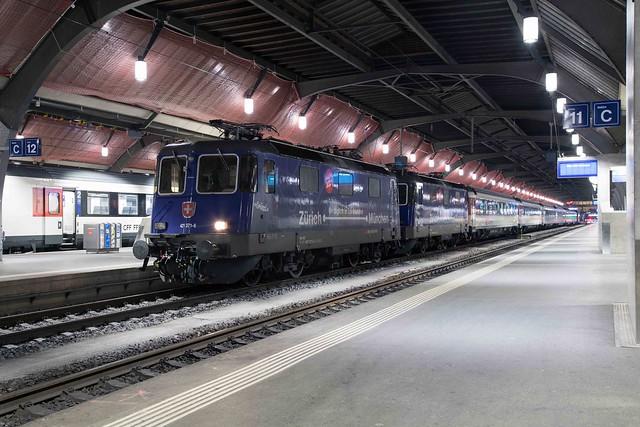 SBB Re 4/4 421 371 + 421 379 Zürich Hbf