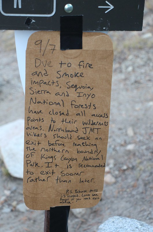 Handwritten sign at the Rae Lakes Ranger Station detailing closure of SEKI and Inyo NF to new entries on 7 Sept 2020