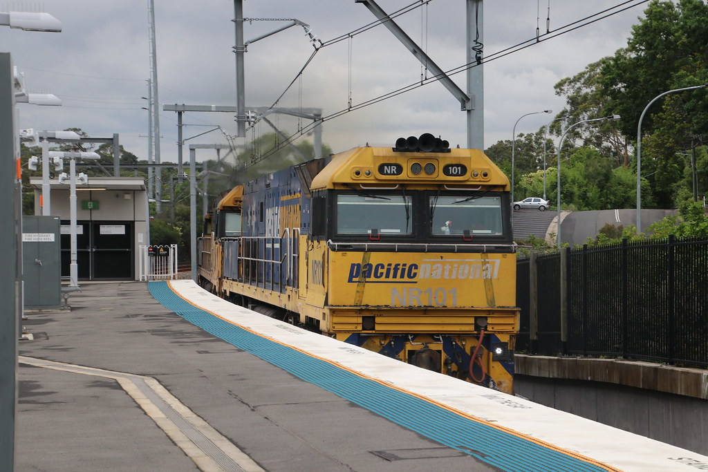 Pacific National's - 7MB4 - Cheltenham, NSW