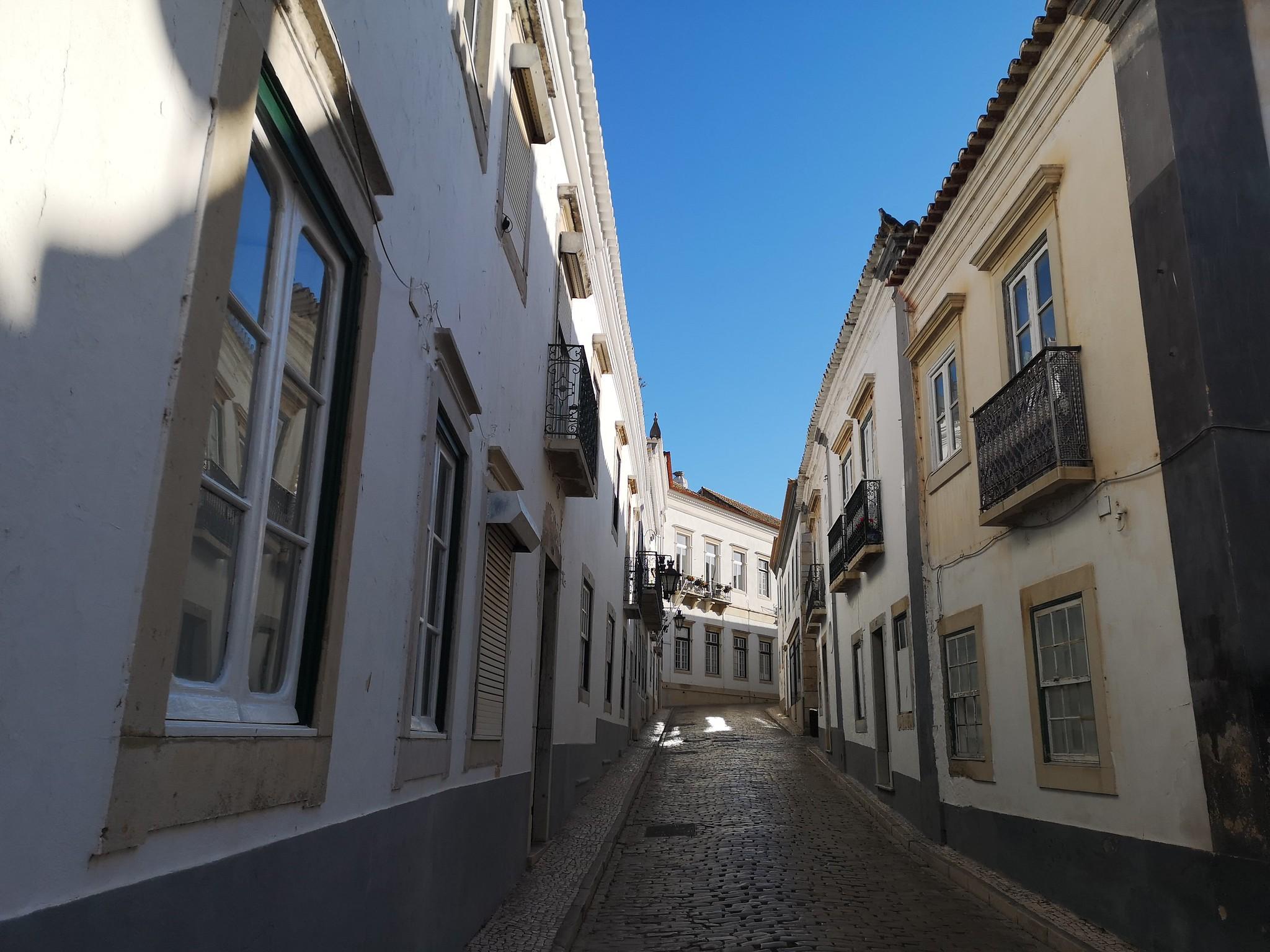 calle de centro historico de Faro Portugal