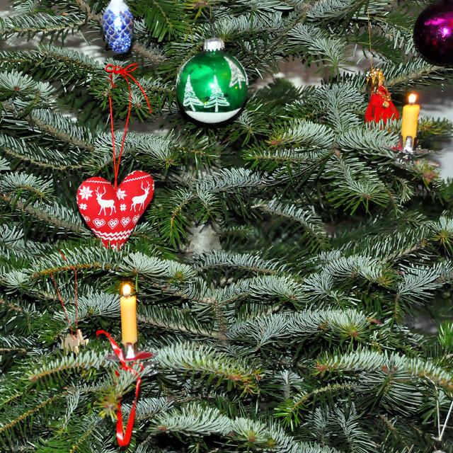 24. Dezember 2020 ... Unser Weihnachtsbaum mit Bienenwachskerzen ... Brigitte Stolle