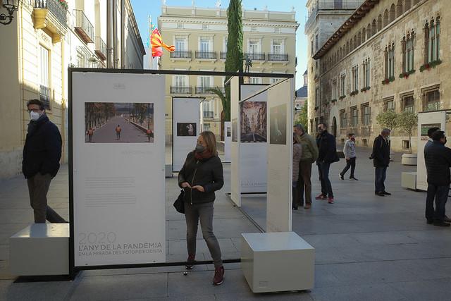 Exposición fotos en la calle.