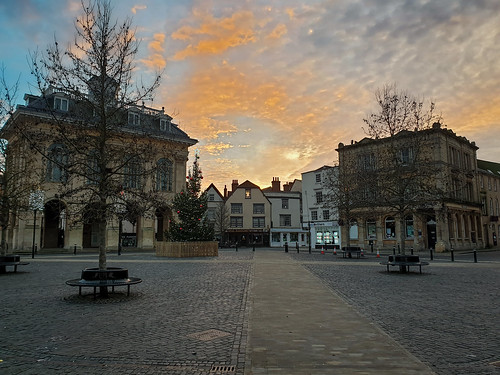 christmas sunset england evening christmastree oxfordshire abingdon townsquare eveninglight explore