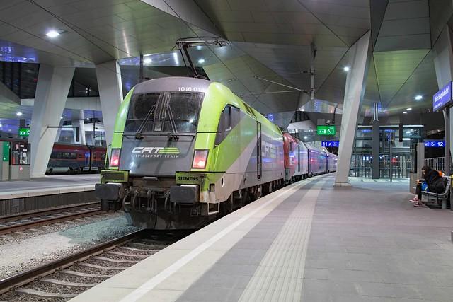 ÖBB 1016 014 + 1116 200 Wien Hbf