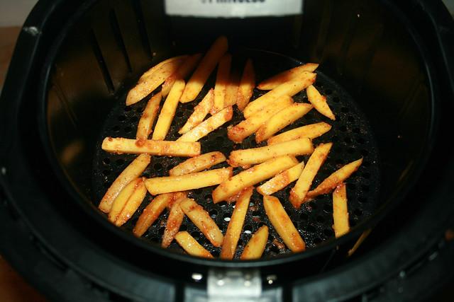 16 - Deep-fry second bunch / Zweite Ladung frittieren
