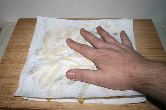 04 - Tap potatoes dry / Kartoffeln trocken tupfen