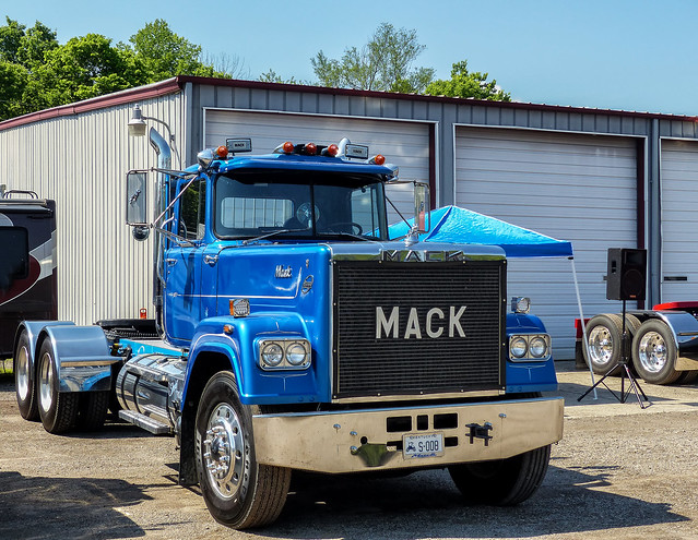 V-8 Powered Mack Superliner Semi Tractor