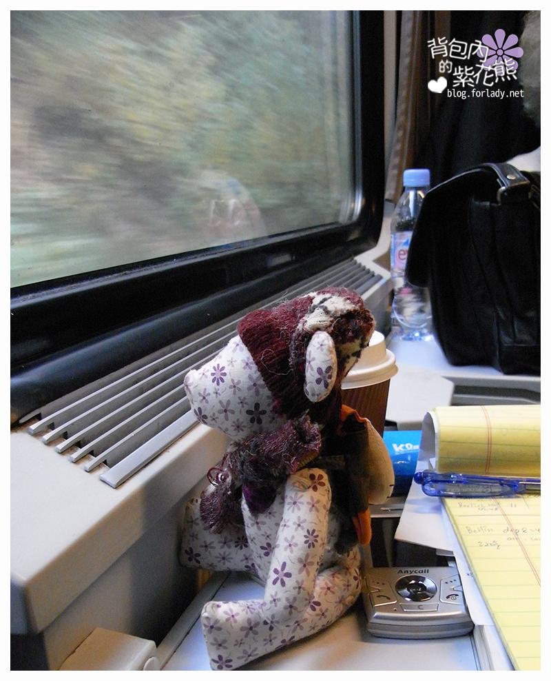 火車窗邊桌子