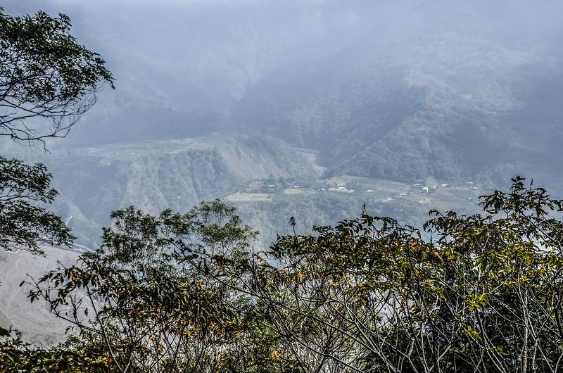 我丹山東峰(H 1183 m)俯瞰勤和、老勤和及玉穗溫泉