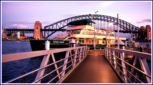 ferry sydneyferry harbour sydneyharbour sydneyharbourbridge bridge wharf pier lavenderbay mcmahonspoint mcmahonspointwharf bluespointreserve dusk sunset victorchang victorchangferry catamaran emeraldclassferry sydneyferries