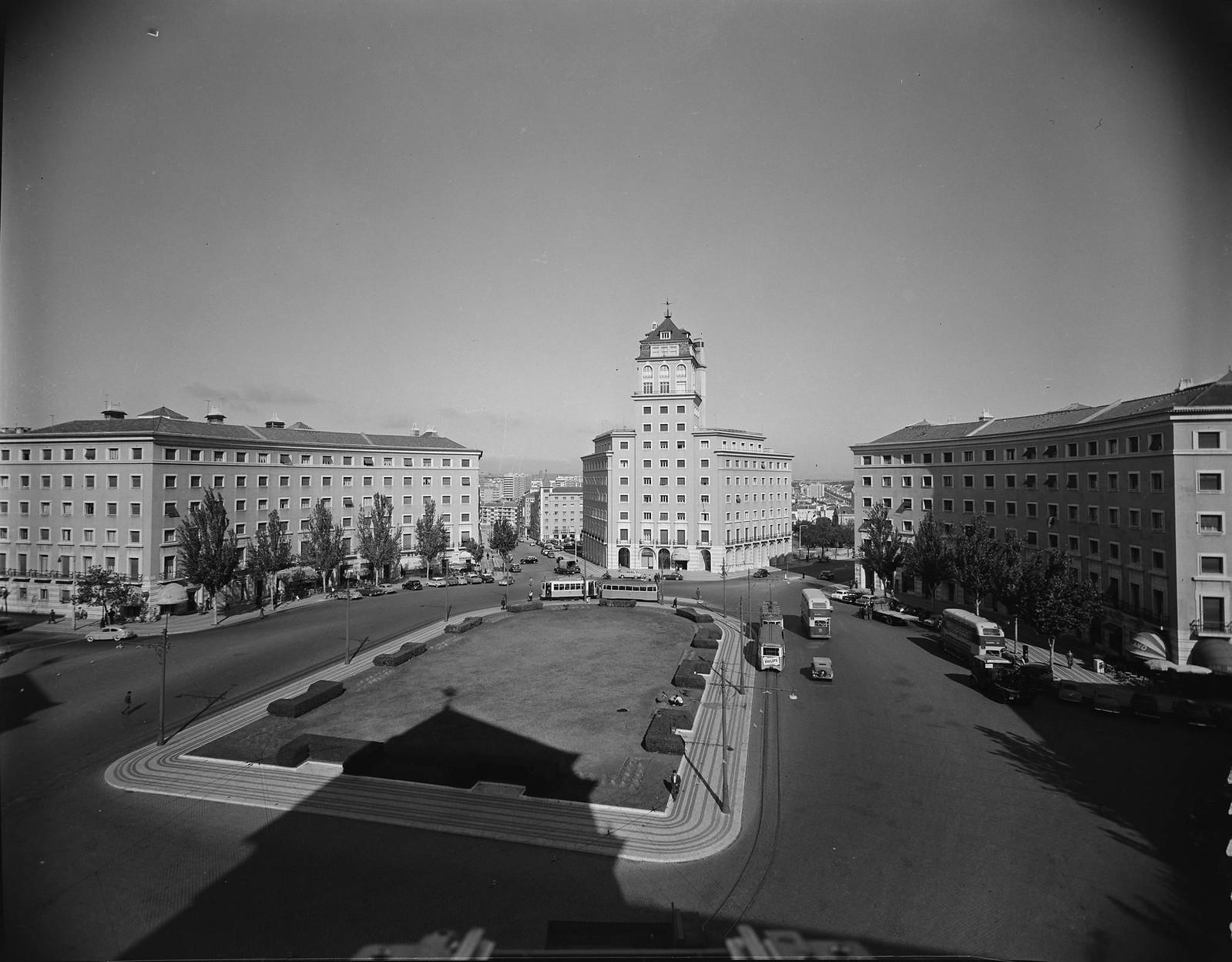 Praça do Areeiro, Lisboa (A. Serôdio, 1958)