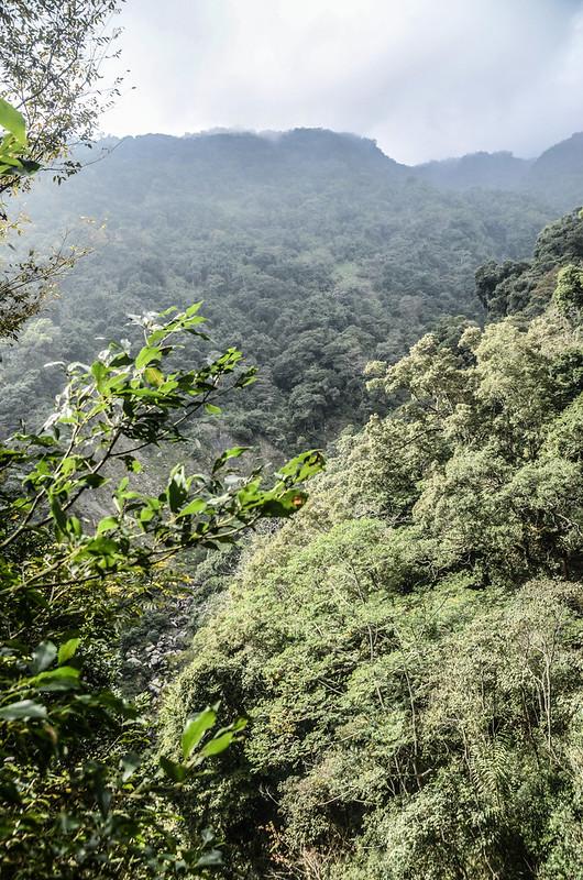 我丹山東峰腰繞段俯瞰少年溪溪谷