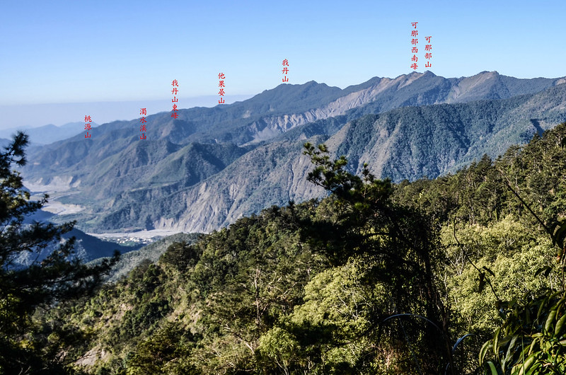 鐵本山步道H 1732m處南眺群山