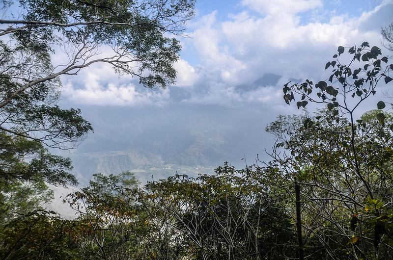 我丹山東峰(H 1183 m)東邊展望