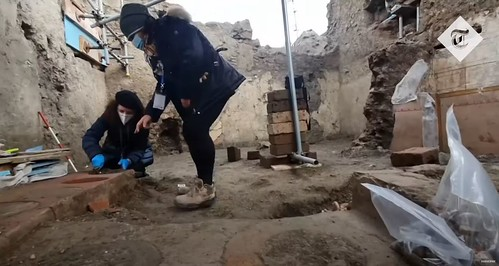 ROMA ARCHEOLOGICA & RESTAURO ARCHITETTURA 2020. Ancient street food shop discovered in Pompeii excavations. The Telegraph U.K., / YouTube & ANSA (26/12/2020). S.v., The NYT; Massimo Osanna; The MiBACT & Lo Strillone (26/12/2020).