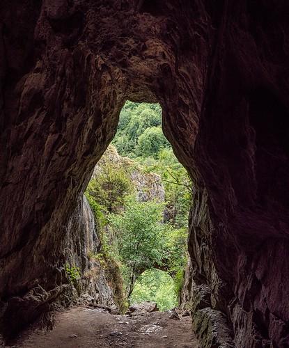 reynardscave dovedale staffordshire peakdistrict nationalparks caves prehistory g9