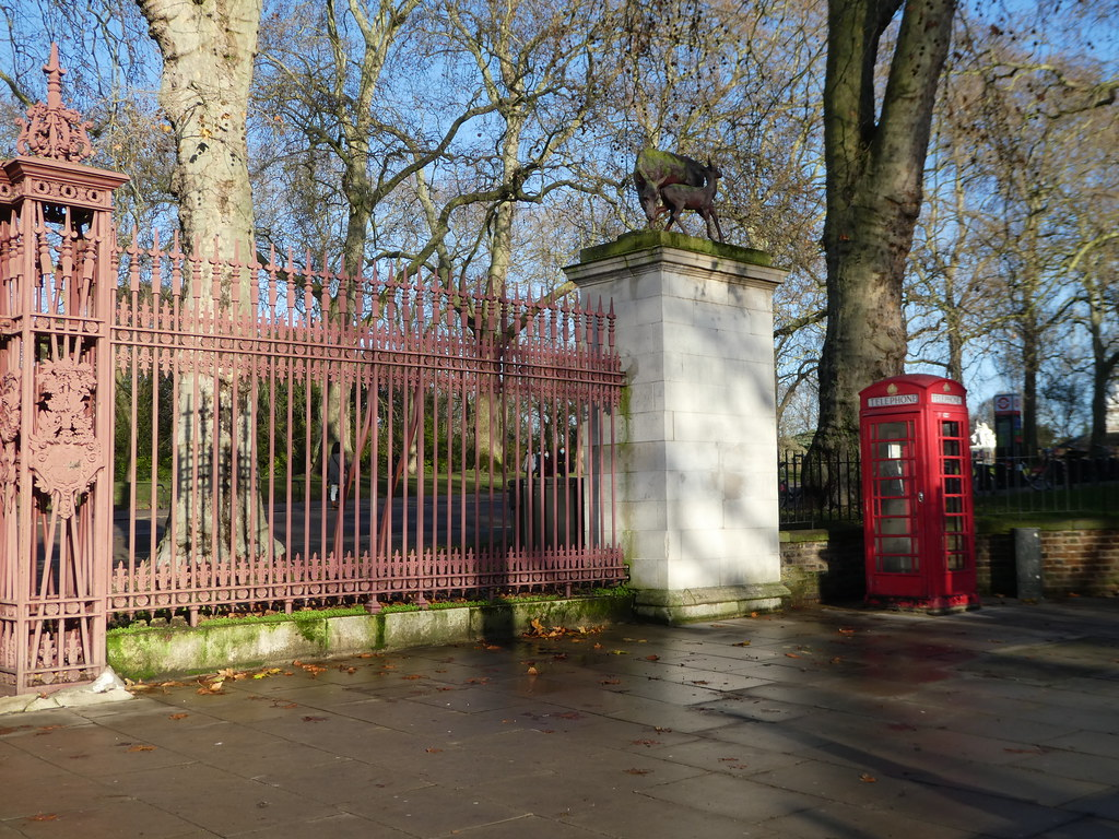 Entrance gates to Kensington Gardens