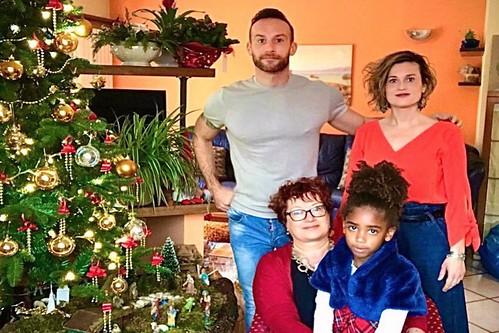 Pierangela Camera junto a su familia en la felicitación navideña que remitió a los sanitarios-as que la atendieron en Gran Canaria