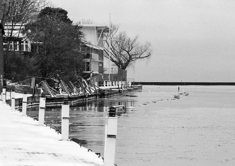 Oakville Club Docks Up for the Winter_