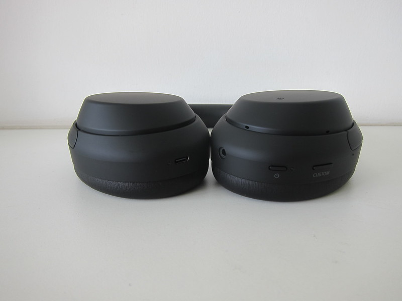 Sony WH-1000XM4 - Bottom