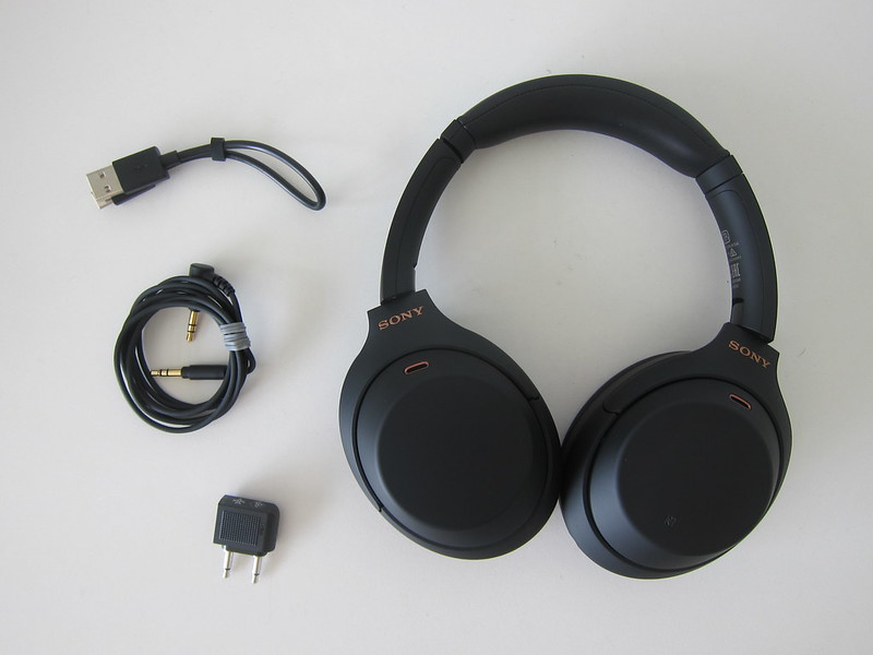 Sony WH-1000XM4 - Case Contents