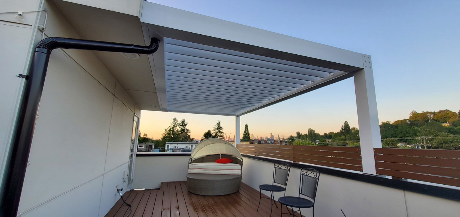 White-Deck-Residential Louvered Pergola Sunroof