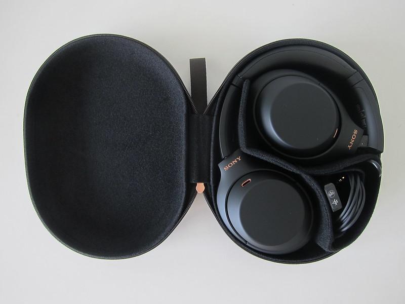 Sony WH-1000XM4 - Case Open