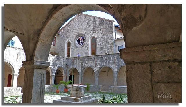 (Explore) Franziskanerkloster auf der kleinen Insel Kosljun bei Punat auf der Insel Krk in Kroatien