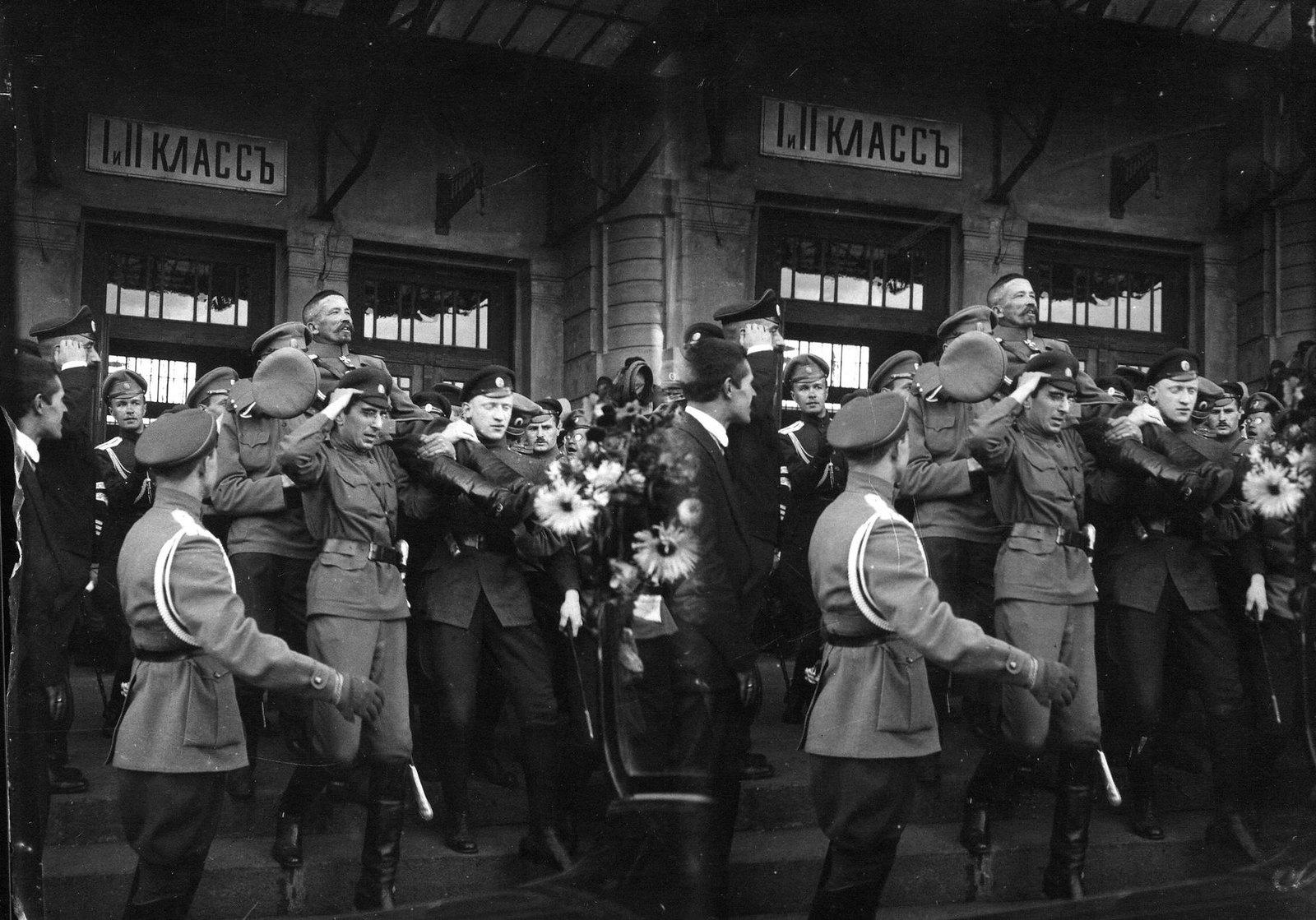 Август. Приезд генерала Л. Г. Корнилова на Государственное совещание. Москва
