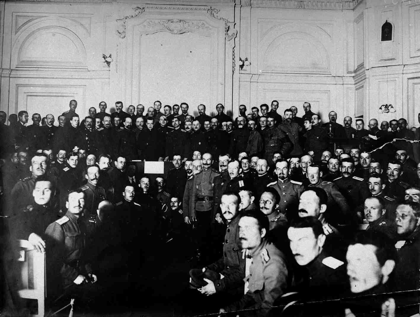 Май. А. Ф. Керенский открывает Всероссийский съезд офицерских депутатов