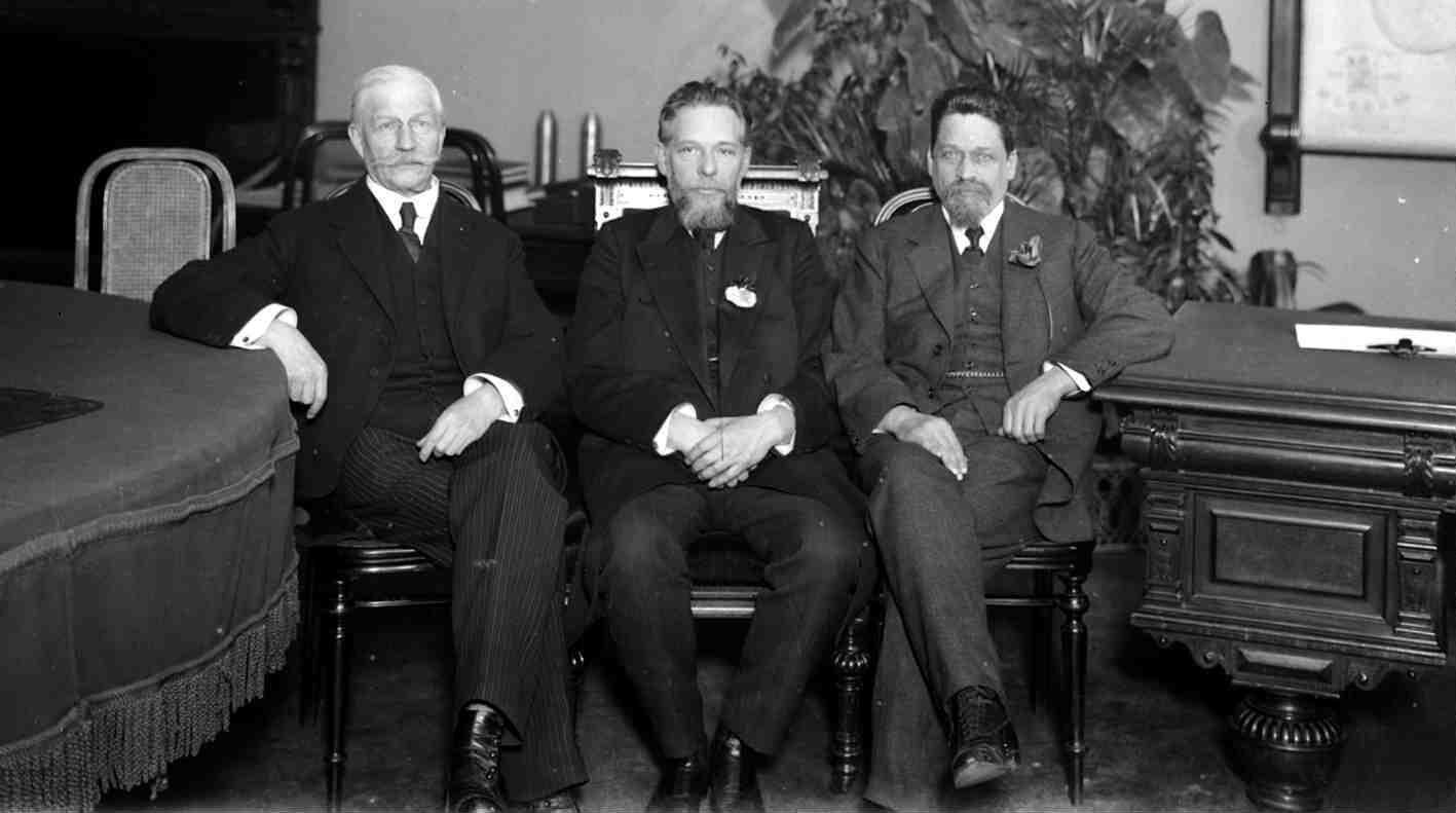 Август. Участники Государственного совещания П. Н. Милюков, Н. М. Кишкин и А. И. Шингарев