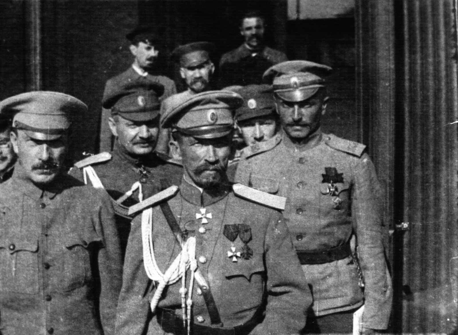 Л. Г. Корнилов и Б. В. Савинков (слева)
