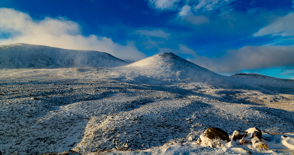 Looking upto Lochnagar, For the Sharp Eyed there is around 8 People in this Pic...Rm , I know u like a Photograph Challnge ..