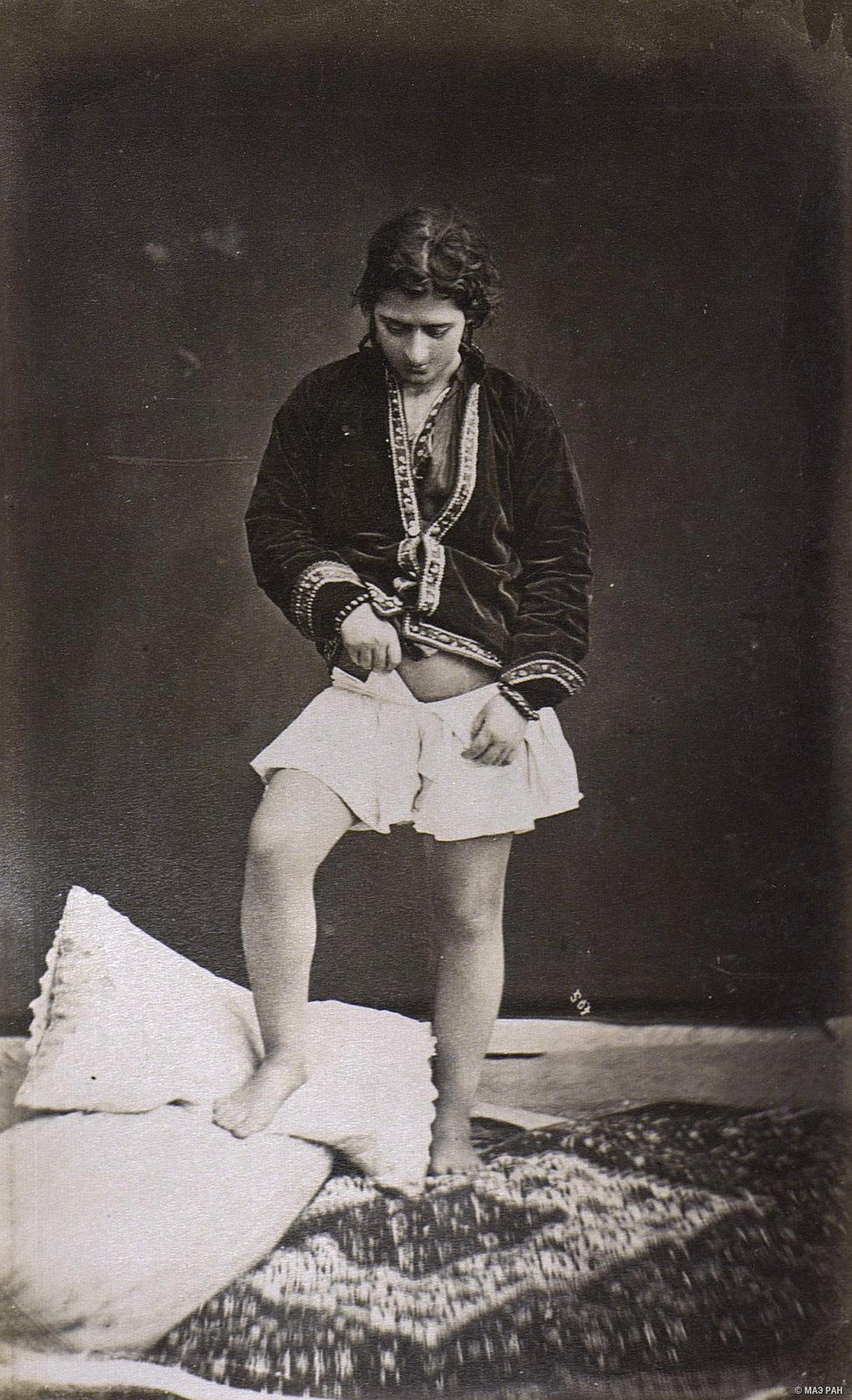 Женщина в эндеруне (внутреннем дворце)