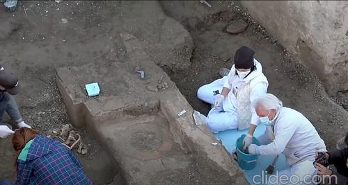 ROMA ARCHEOLOGICA & RESTAURO ARCHITETTURA 2020. Pompei. Ritrovamento del termopolio. Video dettagliato che mostra l'inizio degli scavi, lo stato di avanzamento del restauro e le successive scoperte archeologiche. Artribune / YouTube (26/12/2020) [06:17].
