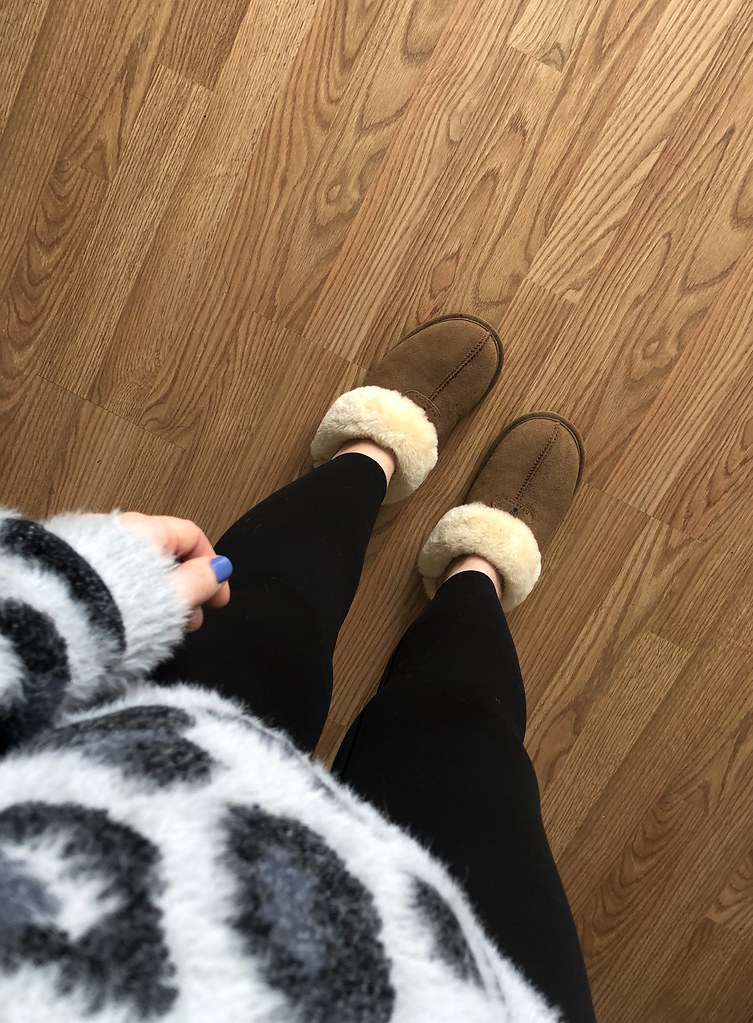 Bearpaw Slipppers