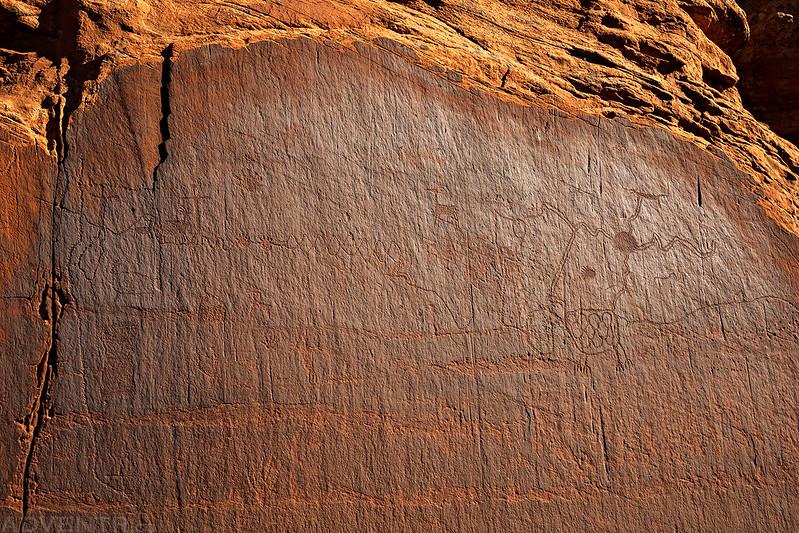 Unpolarized Petroglyphs