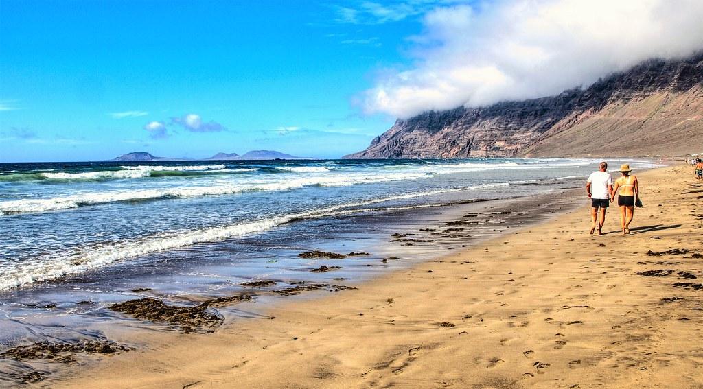 Playa y riscos de Famara. Lanzarote.