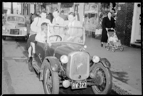 Teenagers packed into an Austin car, Australia, September 1949 | by State Library of New South Wales collection
