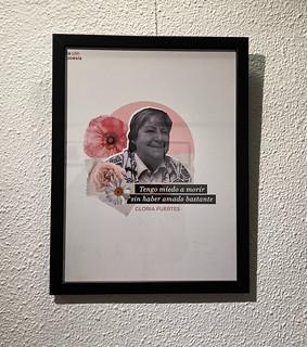Lámina sobre Gloria Fuertes en la exposición 'La otra poesía' de Marta Villela