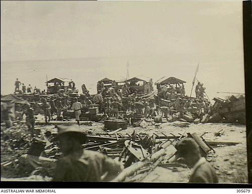 Bevoorrading geallieerde troepen bij Kau, Halmahera