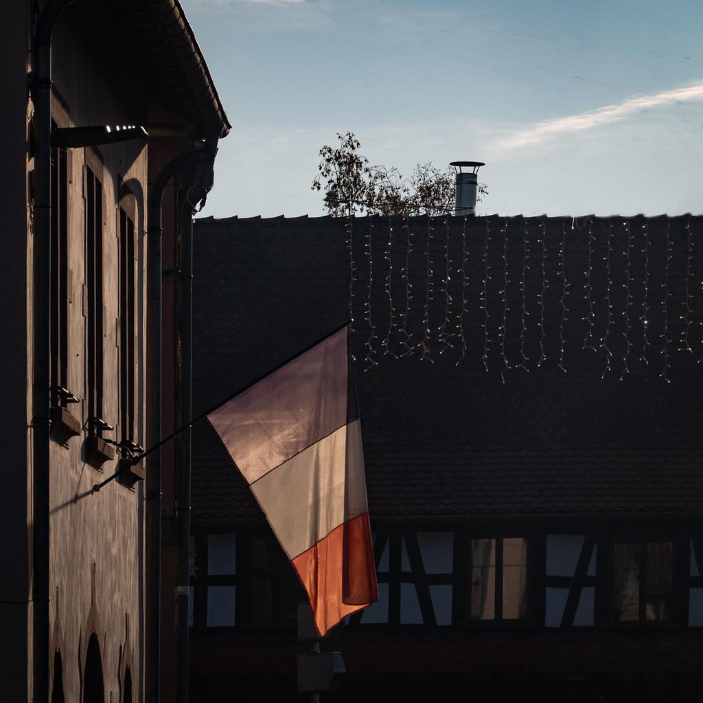 Transparence tricolore dans mon village... la V2 50770629878_628e0d3a9a_b