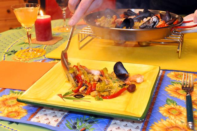 Dezember 2020 ... Farbenfrohe Paella mit Meeresfrüchten und Gemüsen ... Brigitte Stolle